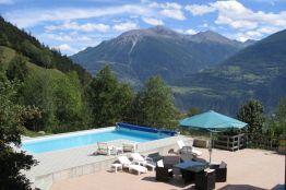 Ferienwohnung im Wallis mit Pool und Aussicht auf die Berge