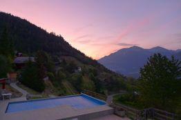 Ferienwohnung mit Pool und Sonnenaufgang in den Bergen