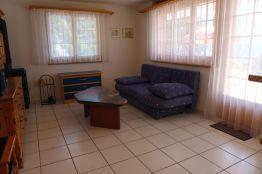 Wohnzimmer Couche und Ausgang zum Sitzplatz