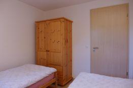 Kinderzimmer mit Kleiderschrank