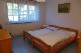 Schlafzimmer Doppelbett Kommode