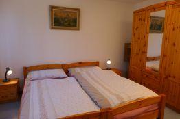 Schlafzimmer Doppelbett Kleiderschrank