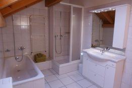 WC Bad Dusche Lavabo Spiegelschrank